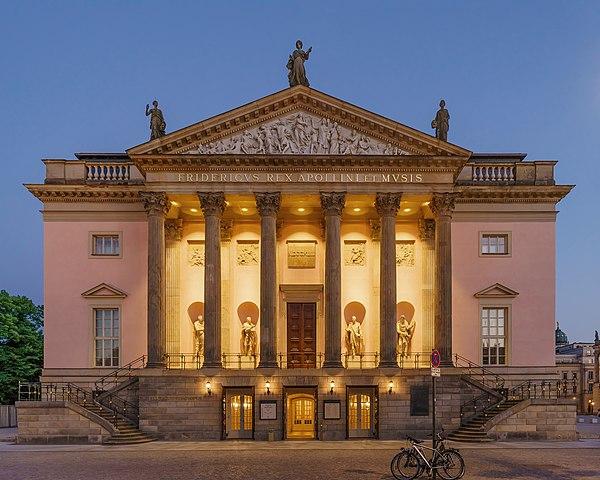 600px Berlin Opera UdL asv2018 05 (1)